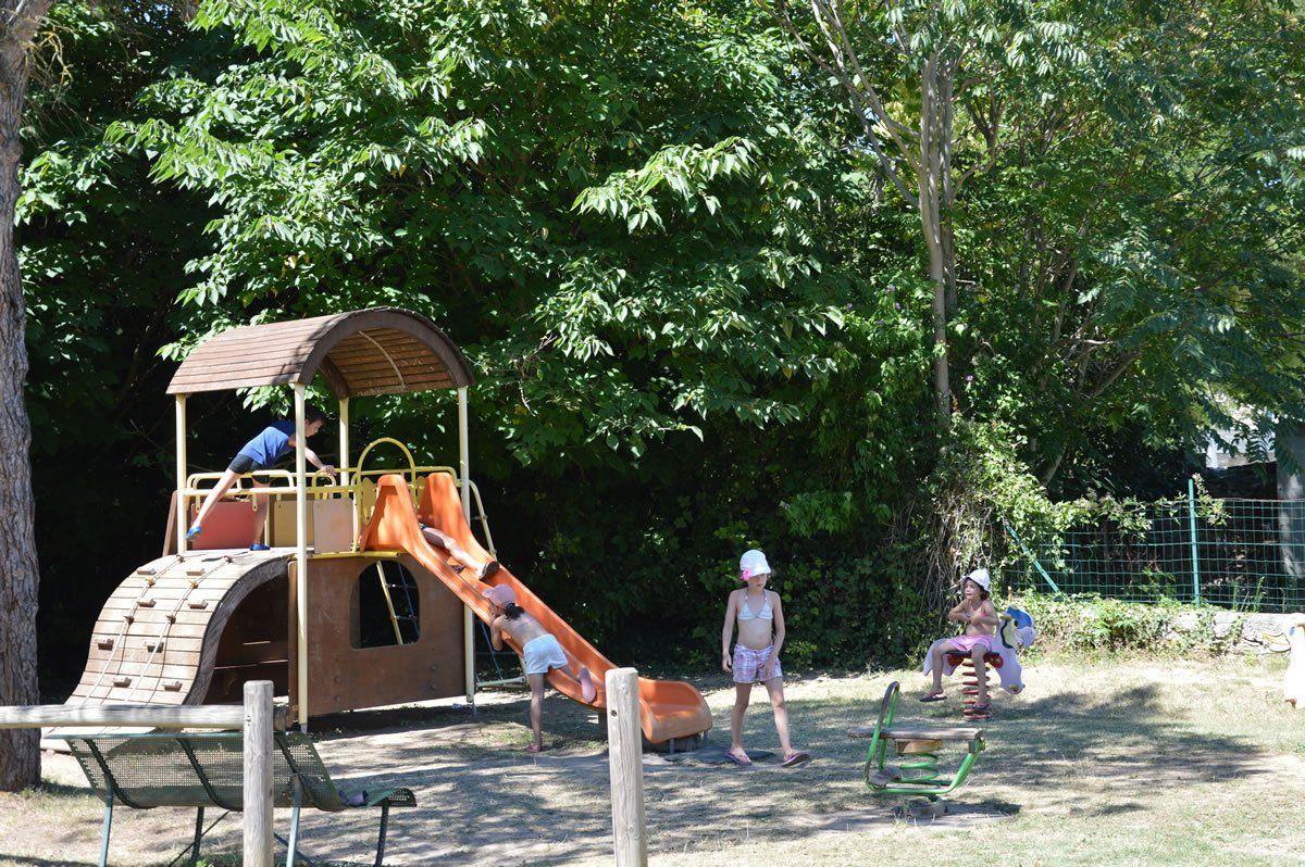 Camping gard proven al camping familial avec piscine for Camping dans le gard avec piscine